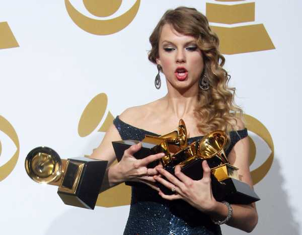 Taylor-Swift-Grammys-Song-of-the-Year-Award-Winner-e1455606746354